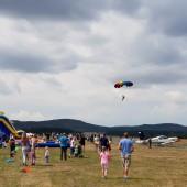 Towarzystwo Lotnicze w Świebodzicach 2018, Gminny Piknik Lotniczy - skoki spadochronowe na celność lądowania.