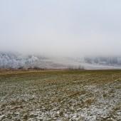 Mieroszów przykryty gęstą mgłą., Mieroszów