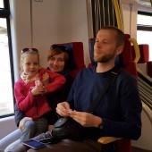Do Mieroszowa koleją PKP, Drugi paralotniarz w pociągu wybrał jednak spacer z rodzinką. :)