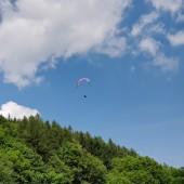 Grzmiąca Paragliding Fly, Tomek walczy w parterze.