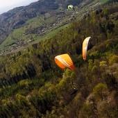 Paralotnie nad startem w Srebrej Górze.