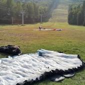 Dzikowiec - Grzędy Paragliding Fly, Awaryjne lądowanie pod wyciągiem ... uff, drzewa już dawno nie były tak blisko.