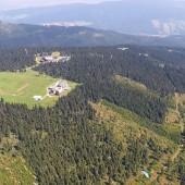 Cerna Hora - Paragliding Fly, Schronisko i górna stacja linovki na Cernej Horze
