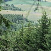 Widok ze startu na lewą stronę, widać drogę do Andrzejówki.
