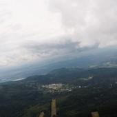 Widok na Karpacz, za którym najwyższe to Czoło i Grabowiec.