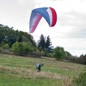 Wzorowe lądowanie paralotnią.