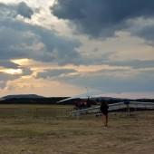 Gminny Piknik Lotniczy - hole lotni za motolotnią na koniec pierwszego dnia.