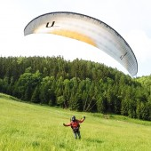 Grzmiąca Paraglideing Fly, Rafał szpanuje przy lądowaniu.
