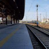 Start w Jaworzynie Śląskiej, pociąg z Wrocławia do Jeleniej Góry.