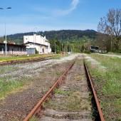 Do Mieroszowa koleją PKP, Stacja Mieroszów, idziemy dalej na Krowiarę.