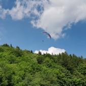 Grzmiąca Paragliding Fly, Tomek ciągle walczy w parterze.