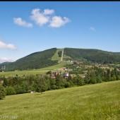 Góra Żar od strony lotniska.
